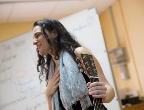 La cantautora ORIT SHIMONI visita el iesrpe